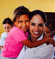 Hay abrazos y sonrisas que transforman: Ivonne Alvarez